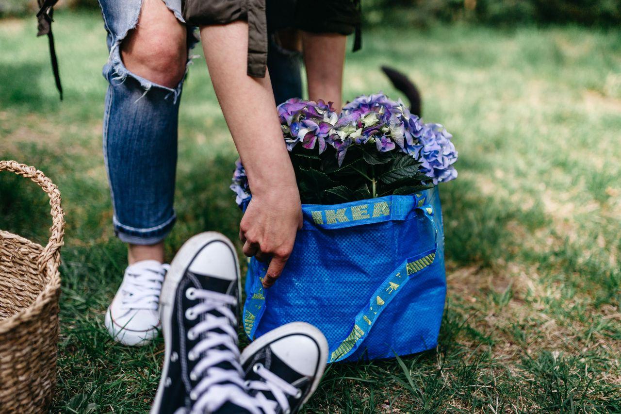 IKEA'S FRAKTA SHOPPING BAG