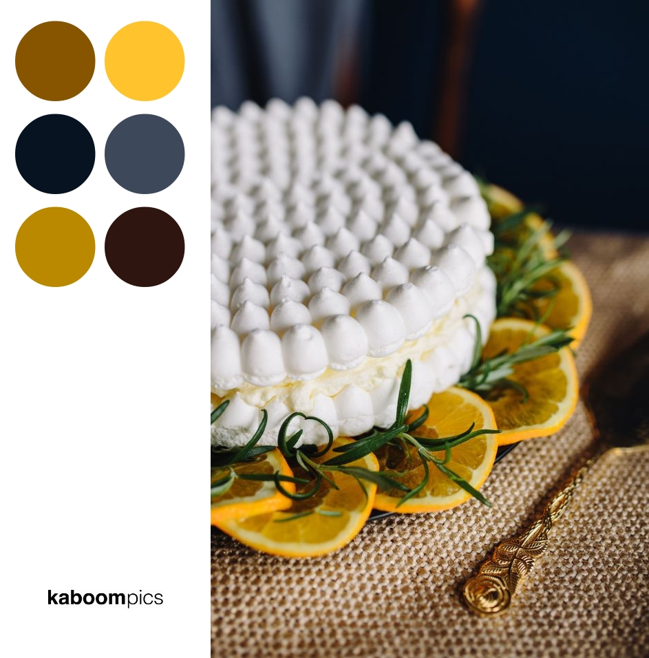 Colors Inspiration - MERINGUE CAKE WITH WHIPPED CREAM AND ORANGES